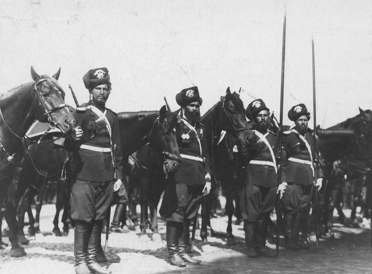 95.Спешившийся отряд лейб-гвардии Атаманского полка, сопровождавший Р.Пуанкаре во время его пребывания в России